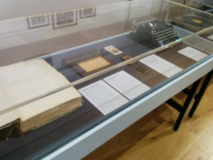 Photo of exhibition display table 3.